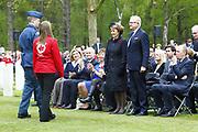 Herdenking op de Canadese Begraafplaats in Holten<br /> <br /> Op de foto: Prinses Margriet en Pieter van Vollenhoven