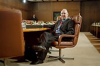 27.01.1999, Deutschland/Bonn:<br /> Walter Riester, SPD, Bundesarbeistminister, vor Beginn der Kabinettsitzung, Bundeskanzleramt, Bonn<br /> IMAGE: 19990127-01/01-07