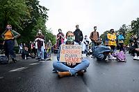 "25 SEP 2020, BERLIN/GERMANY:<br /> Junge Frau mit Schild ""Energie + Verkehrs + Agrarwende"", Fridays for Future Demonstration fuer Massnahmen gegen den Klimawandel, Brandenburger Tor, Strasse des 17. Juni<br /> IMAGE: 20200925-01-051<br /> KEYWORDS: Protest, Demonstrant, Demonstranten, Demonstratin, Schueler, Schüler, Klimakatastrophe, FFF, Mundschutz, Mund-Nase-Schutz, Abstand, Energiewende, Verkehrswende, Agrarwende"