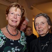 NLD/Amsterdam/20181119 - Beatrix bij 21e Nederlands Balletgala Dansersfonds '79, Rita Kok - Roukema in gesprek met Maartje van Weegen