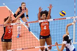 09-01-2016 TUR: European Olympic Qualification Tournament Rusland - Nederland, Ankara<br /> De strijd om Rio of Japan / Robin de Kruijf #5, Celeste Plak #4, Nataliia Obmochaeva #8 of Rusland