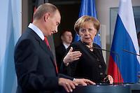 16 JAN 2009, BERLIN/GERMANY:<br /> Wladimir Putin (L), Ministerpraesident Russland, und Angela Merkel (R), Bundeskanzlerin, Pressekonferenz, Bundeskanzleramt<br /> IMAGE: 20090116-01-048<br /> KEYWORDS: Vladimir Putin