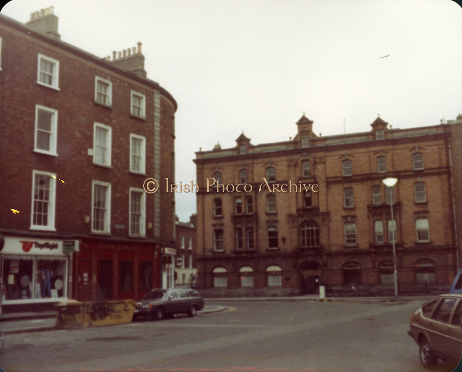 Old Dublin Amature Photos December 1983 WITH, Westland Row, Lincoln Place, Merrion Hall, Prices medicine hall, Fenian St, Old amateur photos of Dublin streets churches, cars, lanes, roads, shops schools, hospitals