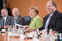 20 JUN 2018, BERLIN/GERMANY:<br /> Niels Annen, SPD, Staatsminister beim Bundesminister des Auswaertigen, Olaf Scholz, SPD, Bundesfinanzminister, Angela Merkel, CDU, Bundeskanzlerin, und Helge Braun, MdB, CDU, Chef des Bundeskanzleramtes, (v.L.n.R.), vor Beginn der Kabinettsitzung, Bundeskanzleramt<br /> IMAGE: 20180620-01-032<br /> KEYWORDS: Kabinett, Sitzung, lacht, lachen, freundlich