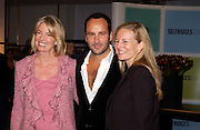 Mrs. Hilary Weston, Tom Ford and Alannah Weston. Tom Ford at Selfridges  to launch his book. 11 November 2004. ONE TIME USE ONLY - DO NOT ARCHIVE  © Copyright Photograph by Dafydd Jones 66 Stockwell Park Rd. London SW9 0DA Tel 020 7733 0108 www.dafjones.com