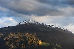 THEMENBILD - Blick auf den schneebedeckten Zwölferkogel bei Mittersill, aufgenommen am 30. September 2015, Pass Thurn, Mittersill, Österreich // View of the snowy Zwölferkogel near Mittersill at the Pass Thurn, Mittersill, Austria on 2015/09/30. EXPA Pictures © 2015, PhotoCredit: EXPA/ JFK