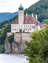 THEMENBILD - Blick auf Schloss Schönbühel, es liegt unterhalb von Melk am rechten Donauufer auf einem etwa 40 Meter hohen Felsen, aufgenommen am 7. Juni 2017, Schönbühel-Aggsbach, Oesterreich // View of Schoenbuehel Castle, below Melk on the right bank of the Danube, bulid on a rock about 40 meters high at Schoenbuehel-Aggsbach, Austria on 2017/06/07. EXPA Pictures © 2017, PhotoCredit: EXPA/ JFK