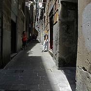 Prostitute in un carrugio nel centro storico di Genova. Prostitutes in an alley in the historical center of Genoa.