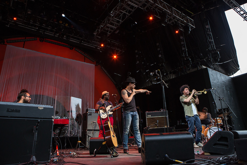 José James and his band on stage in Prospect Park. James is pointing at trumpeter Takuya Kuroda.
