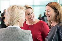 29 AUG 2018, BERLIN/GERMANY:<br /> Franziska Giffey (M), SPD, Bundesfamilienministerin,und  Katarina Barley (R), SPD, Bundesjustizministerin, im Gespraech, vor Beginn der Kabinettsitzung, Bundeskanzleramt<br /> IMAGE: 20180829-01-024<br /> KEYWORDS: Kabinett, Sitzung, Gespräch