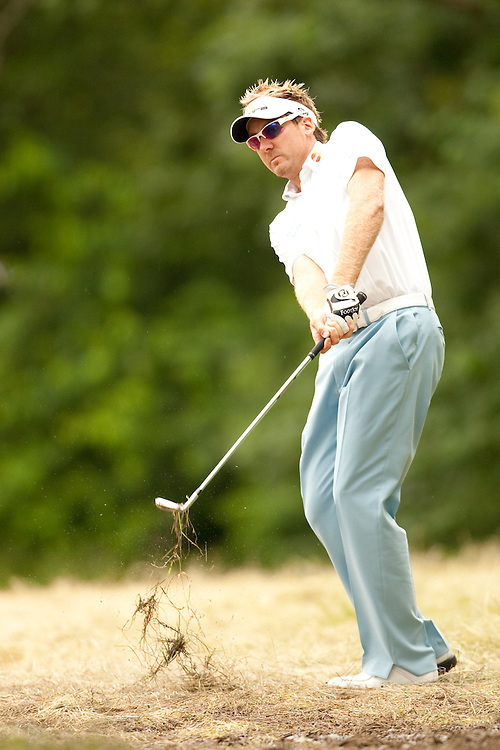 FARMINGDALE, NY - JUNE 20:  Ian Poulter hits his shot during the continuation of the second round of the 109th U.S. Open Championship on the Black Course at Bethpage State Park on Saturday, June 20, 2009. (Photograph by Darren Carroll) *** Local Caption *** Ian Poulter