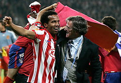 12.05.2010, Hamburg Arena, Hamburg, GER, UEFA Europa League Finale, Atletico Madrid vs Fulham FC im Bild.Atletico de Madrid's Paulo Assuncao and general manager Jesus Garcia Pitarch . EXPA Pictures © 2010, PhotoCredit: EXPA/ nph/  Alvaro Hernandez / SPORTIDA PHOTO AGENCY