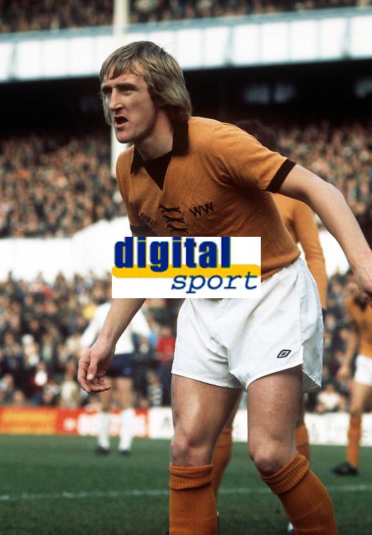 Derek Parkin - Wolves. Tottenham Hotspur v Wolverhampton Wanderers, 1/11/75. Credit Colorsport.