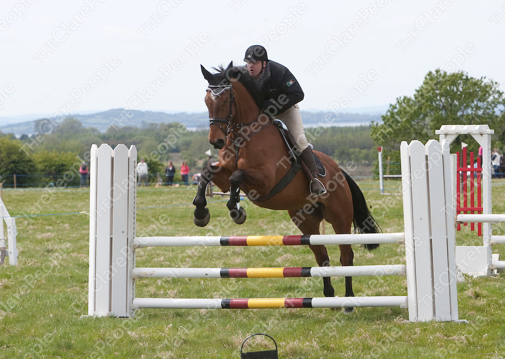 Chris Coburn jumping a fence  at the Newmarket on Fergus Agricultural Show.<br /> Pictured Credit Brian Gavin Press 22