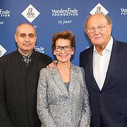 NLD/Amsterdam/20151123 - 5 jaar Delamar theater en 10 Jaar Van den Ende Foundation viering, Janine Klijburg en partner Joop van den Ende met Pierre Audi