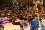 DESCRIZIONE : Pistoia campionato serie A 2013/14 Giorgio Tesi Group Pistoia Vanoli Cremona <br /> GIOCATORE : Sime Spralja<br /> CATEGORIA : rimbalzo<br /> SQUADRA : Vanoli Cremona<br /> EVENTO : Campionato serie A 2013/14<br /> GARA : Giorgio Tesi Group Pistoia Vanoli Cremona <br /> DATA : 10/11/2013<br /> SPORT : Pallacanestro <br /> AUTORE : Agenzia Ciamillo-Castoria/GiulioCiamillo<br /> Galleria : Lega Basket A 2013-2014  <br /> Fotonotizia : Pistoia campionato serie A 2013/14 Giorgio Tesi Group Pistoia Vanoli Cremona<br /> Predefinita :