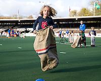 AMSTELVEEN - Zaklopen. promo  WK Clubdag in het Wagener Stadion. Stockey, de mascotte voor het WK Hockey in Den Haag , gaat op reis. FOTO KOEN SUYK