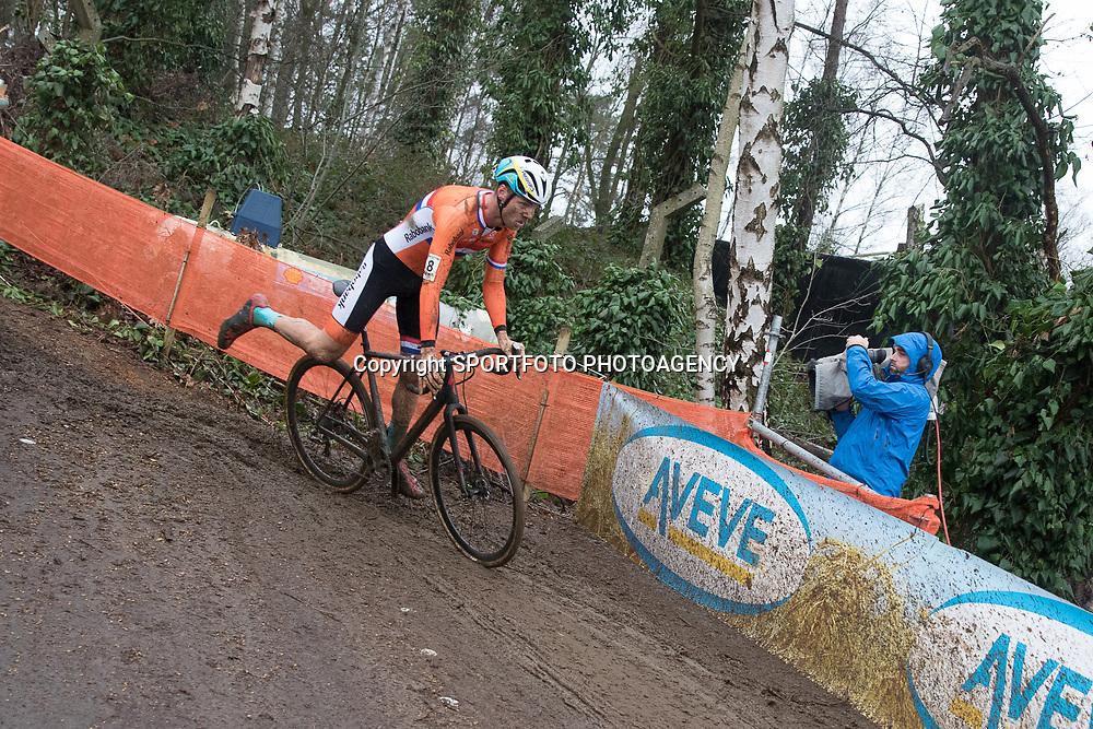 31-01-2016: Wielrennen: WK cyclecross beloften: Heusden Zolder<br />HEUSDEN-ZOLDER (BEL) cyclocross<br />Op het circuit van Terlamen-Zolder streden de veldrijders categorie beloften om de mondiale titels in het veld. Voetje erbij voor Lars Boom