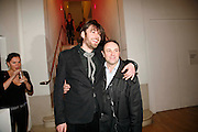 ALEX JAMES AND DYLAN WHITE, Art Plus Music party. Fundraiser for the Whitechapel. 30 March 2006. ONE TIME USE ONLY - DO NOT ARCHIVE  © Copyright Photograph by Dafydd Jones 66 Stockwell Park Rd. London SW9 0DA Tel 020 7733 0108 www.dafjones.com