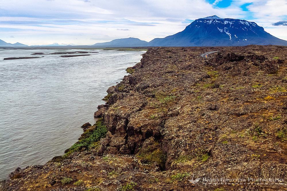 Iceland. Jokulsa a Fjollum river in the Vatnajokull National Park, along the road to Askja. Herdubreid in the background.