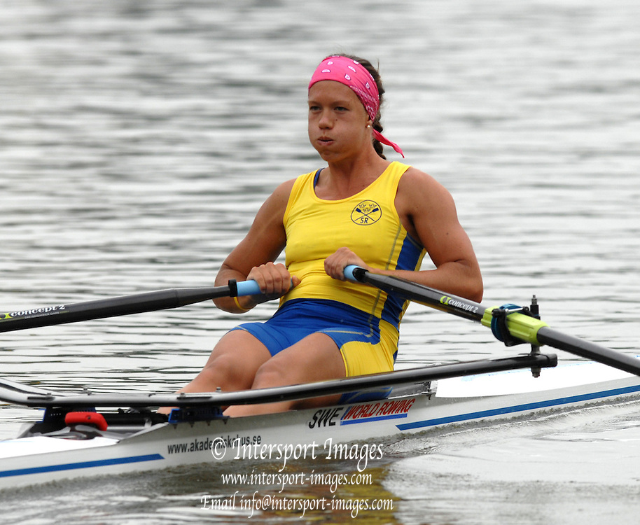 Amsterdam, HOLLAND, SWE W1X, Frida SVENSSON, in her heat of the Women's  sculls,  at the 2007 FISA World Cup Rd 2 at the Bosbaan Regatta Rowing Course. [Date] [Mandatory Credit: Peter Spurrier/Intersport-images]..... , Rowing Course: Bosbaan Rowing Course, Amsterdam, NETHERLANDS