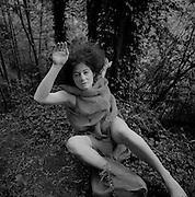Butohtänzerin Pia Maria, performance de danse Butoh en fôret. 2004. © Romano P. Riedo
