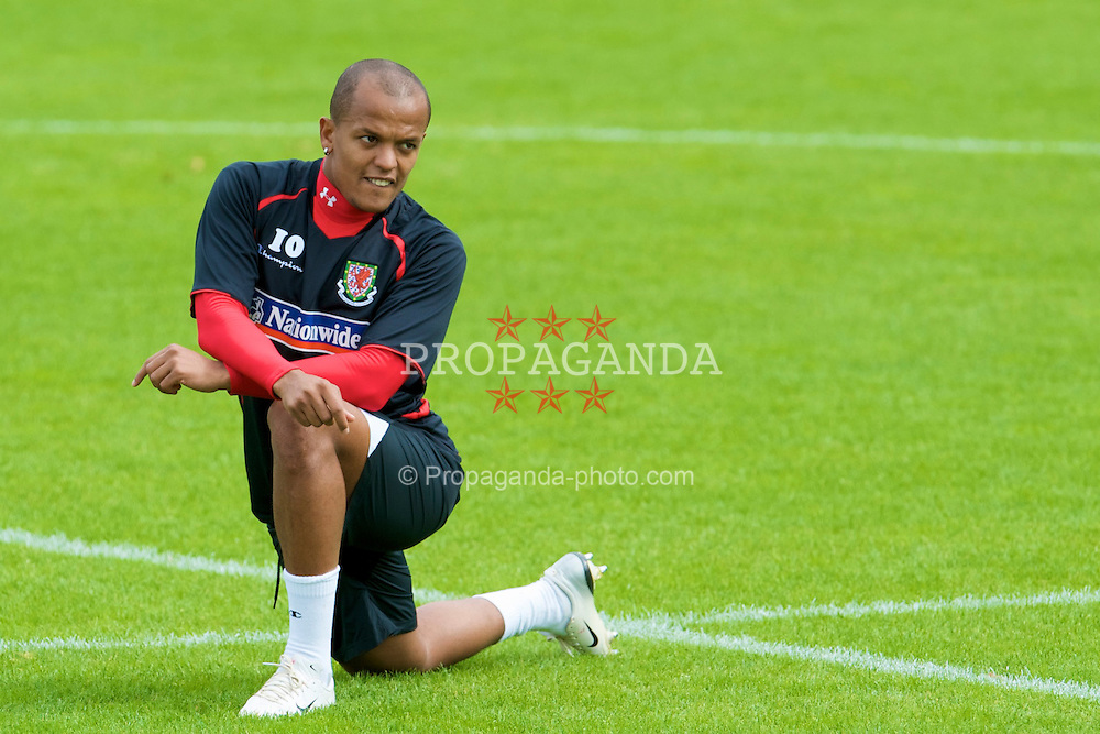 CARDIFF, WALES - Thursday, September 4, 2008: Wales' Robert Earnshaw during a training session at the Vale of Glamorgan Hotel ahead of their opening 2010 FIFA World Cup South Africa Qualifying Group 4 match against Azerbaijan. (Photo by David Rawcliffe/Propaganda)