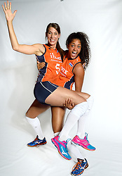 29-12-2015 NED: Nederlands Volleybalteam vrouwen, Arnhem<br /> Nederlands volleybalteam vrouwen op de foto met de nieuwe sponsorshirt Ilionx / Robin de Kruijf #5, Celeste Plak #4