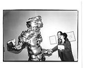 Michael Culkin, Grosse Geister, celebration of Thomas Schutte Whitechapel gallery. 12th March 1998© Copyright Photograph by Dafydd Jones 66 Stockwell Park Rd. London SW9 0DA Tel 020 7733 0108 www.dafjones.com