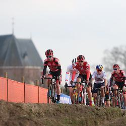 26-01-2020: Wielrennen: Wereldbeker Veldrijden: Hoogerheide<br />het bleef lang bij elkaar
