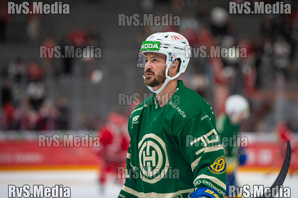 LAUSANNE, SWITZERLAND - SEPTEMBER 24: Thomas Wellinger warms up prior the Swiss National League game between Lausanne HC and HC Davos at Vaudoise Arena on September 24, 2021 in Lausanne, Switzerland. (Photo by Monika Majer/RvS.Media)