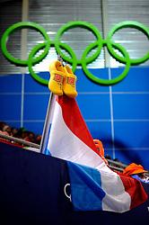 21-02-2010 SCHAATSEN: OLYMPISCHE SPELEN: 1500 METER VROUWEN: VANCOUVER<br /> Publiek vlaggen ringen klompen Oranje legioen<br /> ©2010-WWW.FOTOHOOGENDOORN.NL