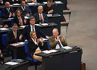DEU, Deutschland, Germany, Berlin, 24.10.2017: Alice Weidel und Alexander Gauland, Vorsitzende der Bundestagsfraktion der Partei Alternative für Deutschland (AfD) bei der konstituierenden Sitzung des 19. Deutschen Bundestags mit Wahl des Bundestagspräsidenten. Dahinter AfD-Parlamentsgeschäftsführer Bernd Baumann.