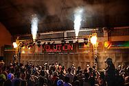 Baile at Boquerão club, soundsystem Pipo´s Evolution, one of the most famous of the carioca funk scene. At the beginning of the ball, fireworks announce the rumble of the soundsystem's bass. || Baile du clube Boquerão, Equipe de Som Pipo´s Evolution, une des plus fameuse de la scène funk carioca. Au début du baile, les feux d´artifice inaugurent les grondement des basses du soundsystem..