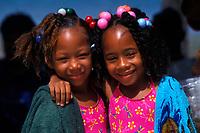 Belize. Caye Caulker.<br /> Retrato de hermanas gemelas durante el Festival de la Langosta.<br /> <br /> © JOAN COSTA