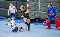 ROTTERDAM - Floor de Haan (Adam) met Mariette Boot (SCHC) ,   dames Amsterdam-SCHC.   ,hoofdklasse competitie  zaalhockey.   COPYRIGHT  KOEN SUYK