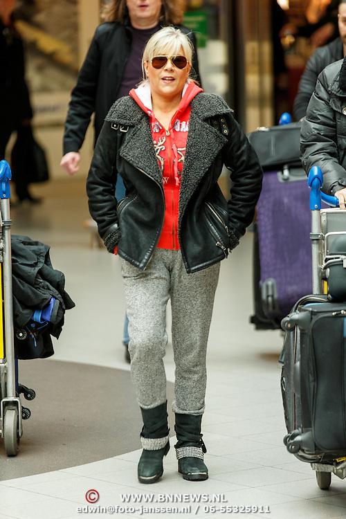 NLD/Amsterdam/20150326 - Aankomst van Samantha Fox op Schiphol,