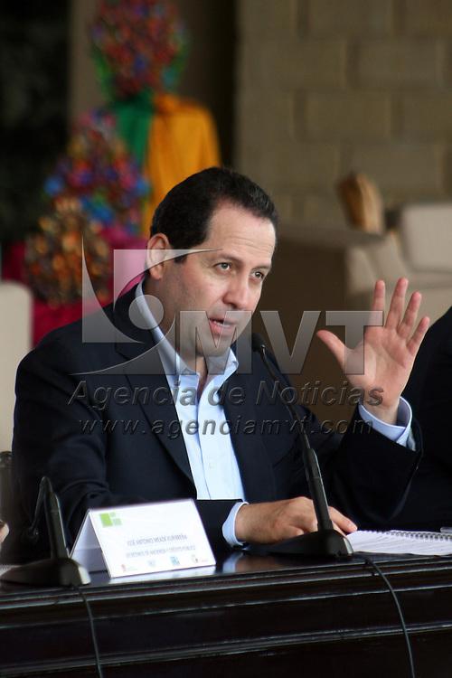 Valle de Bravo, Mex.- Eruviel Ávila Villegas, Gobernador del Estado de México durante la reunión de la comisión Permanente de Funcionarios  Fiscales,  en donde se hizo un llamado a todas las entidades del país a que, en la transición sexenal que está por ocurrir, sean los estados los que mantengan la fortaleza y el orden financiero que ha permitido  a México mantenerse a flote durante la crisis financiera internacional. Agencia MVT / José Hernández. (DIGITAL)<br /> <br /> NO ARCHIVAR - NO ARCHIVE