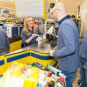NLD/Hiuizen/20190108 - '1 Minuut gratis winkelen met Radio 538', Hannelore Zwitzerlood met Jelte van der Groot en Jelmer Gussinklo