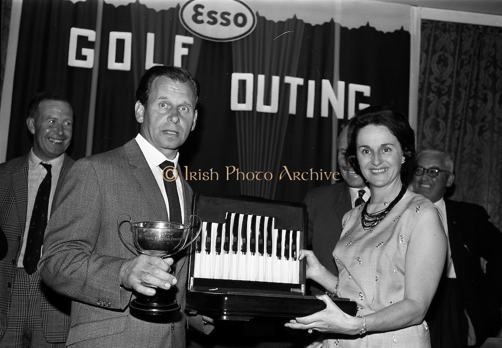 14/05/1965<br /> 05/14/1965<br /> 14 May 1965<br /> Esso Golf Outing at Woodbrook Golf Club, Bray, Co. Wicklow. Mrs J.H. Donovan, wife of the Managing Director of Esso, presenting the Kenny Cup and prize to Mr Arthur Richardson of Carlow.