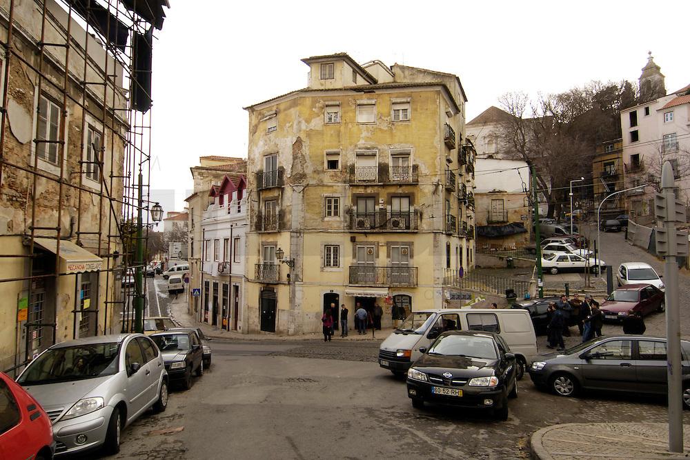 01 JAN 2006, LISBON/PORTUGAL:<br /> Haeuser und Gassen von Alfama, einem historischen Stadtteil der Stadt Lissabon<br /> Houses und Streets of Alfama, a historical district of the city of Lisbon<br /> IMAGE: 20060101-01-014<br /> KEYWORDS: Lisboa, Reise, travel, Stadtansicht, Europa, europe, cityscape, Häuser, Haus
