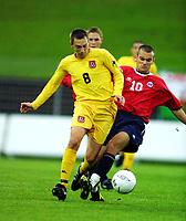 Football, EM-kvalifisering U21, Norge - Wales 2-0. Niel Gibson, Sheffield Wednesday og Wales i duel med Magne Hoset, Molde og Norge (10)