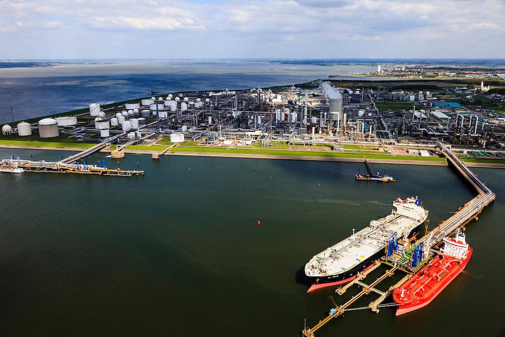 Nederland, Zeeland, Terneuzen, 09-05-2013; Zeeuws-Vlaanderen, Terneuzen. Nederland, Zeeland, Terneuzen, 09-05-2013; Zeeuws-Vlaanderen, Terneuzen. Zicht op de Westerschelde met aan de andere oever Zuid-Beveland. <br /> Site van de chemische fabriek van Dow (Dow Chemical Company) aan de Westerschelde. Afgemeerd zijn de olie- en chemicaliën-tanker Sten Hidra (rood oranje) en de  Lpg-tanker BW Tokyo.<br /> De kraakinstallaties maken o.a. benzeen, ethyleen en propyleen (basischemicalien voor halffabrikaten voor verschillende kunststoffen).<br /> Zeeuws-Vlaanderen,  the south-west part of the province of Zeeland site of the chemical plant of Dow Chemical Company. This plant produces benzene, ethylene and propylene, the basis for various plastics. View on the Westerschelde. <br /> luchtfoto (toeslag op standard tarieven);<br /> aerial photo (additional fee required);<br /> copyright foto/photo Siebe Swart.