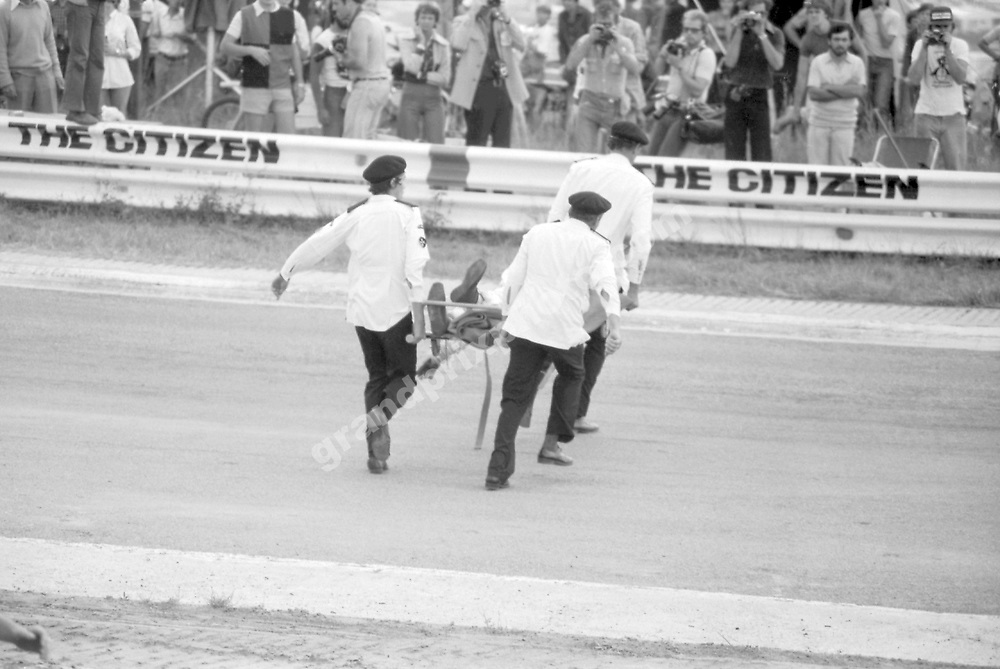 Marshals carry the body of Tom Pryce (Shadow-Ford) after the fatal accident in the 1977 South African Grand Prix in Kyalami. Photo: Grand Prix Photo