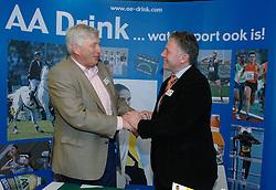 17-02-2007 ATLETIEK: AA DRINK TALENTTEAM: GENT<br /> Ondertekening sponsorcontract tussen AA Drink en het Talentteam / Rien van Haperen<br /> ©2007-WWW.FOTOHOOGENDOORN.NL