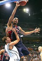 Basketball<br /> Foto: Witters/Digitalsport<br /> NORWAY ONLY<br /> <br /> Steffen HAMANN - Tim DUNCAN USA<br /> Basketball Tyskland - Dream Team USA