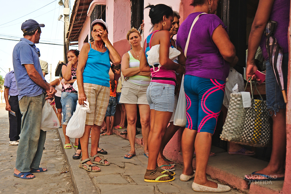 Waiting line for a grocery store in Trinidad