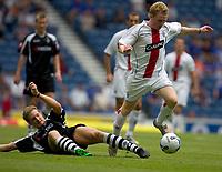 Fotball<br /> England 2005/2006<br /> Foto: SBI/Digitalsport<br /> NORWAY ONLY<br /> <br /> Rangers v Borussia Mönchengladbach, pre season friendly at Ibrox Park.<br /> <br /> Saturday 23/07/2005<br /> <br /> Chris Burke gets away fromn Niels Oude-Kamphuis