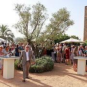 SPA/Girona/20110711 - Huwelijk Jeroen van der Boom en Dani de Wit, overzicht feest op de binnenplaats van het kasteel