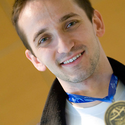 20100426: SLO, Arrival of bronze medallist Saso Bertoncelj from EC in Birmigham
